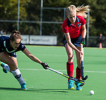 AMSTELVEEN  - Josien Galama (Lar) met Frances Westenberg (Pin) , hoofdklasse hockeywedstrijd dames Pinole-Laren (1-3). COPYRIGHT  KOEN SUYK