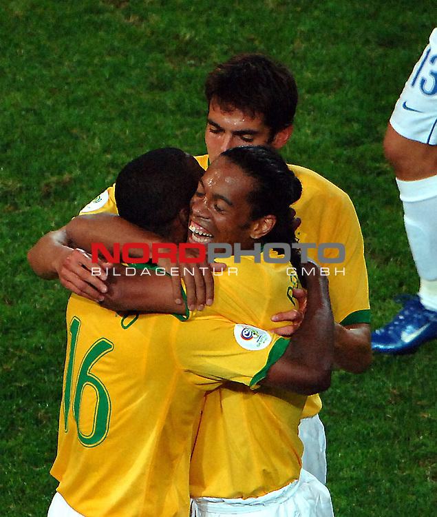 FIFA WM 2006 -  Gruppe F Vorrunde ( Group AF)  <br /> Play   #43 (22-Jun) - Japan vs Brasilien  1 - 4<br /> <br /> Ronaldinho and Gilberto ( Nr. 16 ) also Kaka are happy after the match.<br /> <br /> Foto &copy; nordphoto