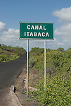 Everybody arriving at the Galapagos trough Baltra will cross the canal of Itabaka, either by cruisship or by ferry to go to Puerto Ayora