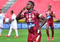 IBAGUE - COLOMBIA, 17-02-2019: Marco Perez jugador del Deportes Tolima celebra después de anotar el primer gol de su equipo a Envigado FC durante partido por la fecha 5 de la Liga Águila I 2019 jugado en el estadio Manuel Murillo Toro de Ibagué. / Marco Perez player of Deportes Tolima celebrates after scoring the first goal of his team to Envigado FC during match for the date 5 of the Aguila League I 2019 played at Manuel Murillo Toro stadium in Ibague city. Photo: VizzorImage / Juan Carlos Escobar / Cont
