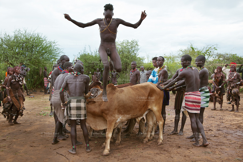 Tribal Nudity Free Pics 61