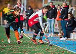 TILBURG  - hockey-  Janneke van de Venne (MOP)  met Marloes Timmermans (WereDi)  tijdens de wedstrijd Were Di-MOP (1-1) in de promotieklasse hockey dames. COPYRIGHT KOEN SUYK