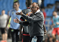 CALI - COLOMBIA, 02-10-2019: Jorge Luis Bernal técnico del Huila gesticula durante partido por la fecha 14 de la Liga Águila II 2019 entre América de Cali y Atlético Huila jugado en el estadio Pascual Guerrero de la ciudad de Cali. / Jorge Luis Bernal coach of Huila gestures during match for the date 14 as part of Aguila League II 2019 between America de Cali and Atletico Huila played at Pascual Guerrero stadium in Cali. Photo: VizzorImage / Gabriel Aponte / Staff
