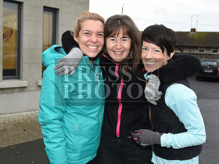 Niamh Cotter, Noelle and Cora McEvoy who ran with Don Thornton on Day 183 of 365, the halfway point along his journey of running 10k a day for 365 days. Photo:Colin Bell/pressphotos.ie