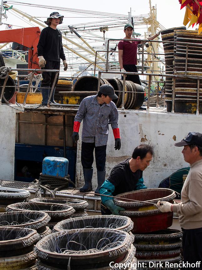Fischer in Jagalchi,  Busan, Gyeongsangnam-do, S&uuml;dkorea, Asien<br /> fishermen at Jagalchi