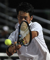 BOGOTA- COLOMBIA 23-07-2015: Yuichi Sugita de Japon devuelve la bola a Victor Estrella de Republica Dominicana, durante partido del ATP Claro Open Colombia de Tenis en las canchas del Centro de Alto rendimiento en Altura en la ciudad de Bogota. / Yuichi Sugita of Japan returns the ball to Victor Estrella of Dominican Republic during a match to the ATP Claro Open Colombia of Tennis in the courts of the High Performance Center in Altura in Bogota City. Photo: VizzorImage / Luis Ramirez / Staff.