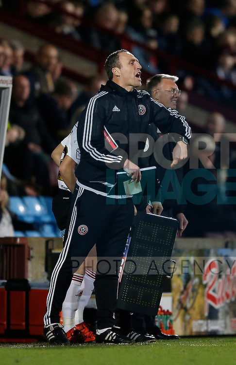Assistant coach Andy Crosby of Sheffield Utd shouts instructions - English League One - Scunthorpe Utd vs Sheffield Utd - Glandford Park Stadium - Scunthorpe - England - 19th December 2015 - Pic Simon Bellis/Sportimage