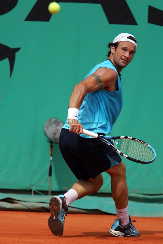 Photo: Iconsport/Richard Lane Photography..French Open, Roland Garros 2007. 31/05/2007..Carlos Moya returns.