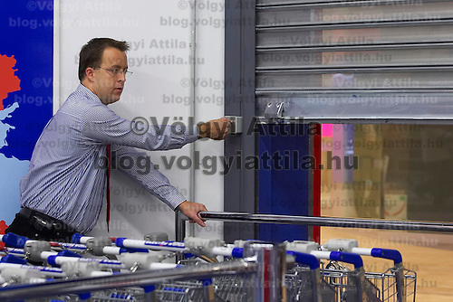 Electro World employee prepares the store to the great opening in Central Europe's largest shopping center Arena Plaza in Budapest, Hungary. Wednesday, 14. November 2007. ATTILA VOLGYI