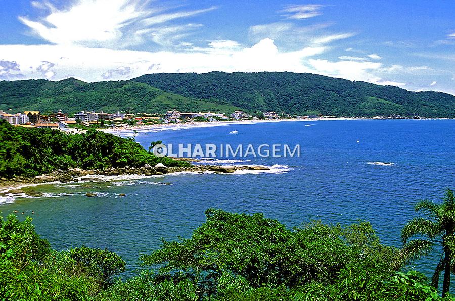 Praia de Bombinhas em Santa Catarina. 1995. Foto de Juca Martins.