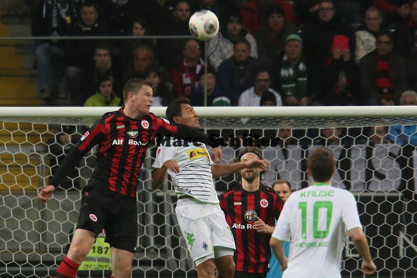 Kopfballduell Alexander Madlung (Eintracht) mit Alvarez Domingo Soto (Gladbach) - Eintracht Franfurt vs. Borussia Mönchengladbach, Commerzbank Arena