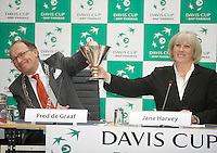 18-9-08, Netherlands, Apeldoorn, Tennis, Daviscup NL-Zuid Korea, Draw in cityhall,  Major of Apeldoorn Fred de Graaf draws the firdt name from the cup hold bij Jane Harvey ITF