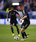 Fernando Torres vies with William during the UEFA Champions League semifinal first leg football match Club Atletico de Madrid vs Chelsea FC at the Vicente Calderon stadium in Madrid on April 22, 2014.   PHOTOCALL3000/DP
