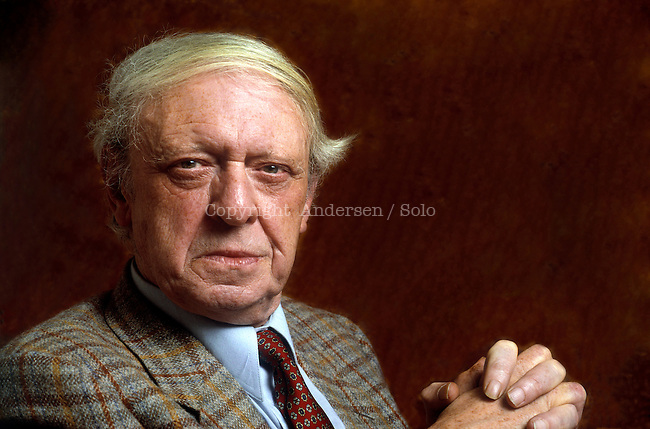English writer Anthony Burgess poses during portrait session held on February 28, 1989 in Paris, France.