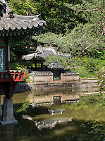 Pavillon Buyongjeong und Sajeonggibigak am Buyongji-Teich im Secret Garden = Huwon= Biwon des Changdeokgung Palast, Seoul, Südkorea, Asien, UNESCO-Weltkulturerbe<br /> pavilion Buyongjeong and Sajeonggibigak at Buyongji-pond  in the secret garden of palace Changdeokgung,  Seoul, South Korea, Asia UNESCO world-heritage