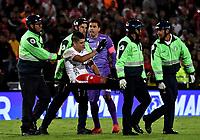BOGOTÁ-COLOMBIA, 22–08-2019: Michael Rangel de América de Cali, es retirado en camilla de la cancha al sufrir lesión, durante partido de la fecha 7 entre Independiente Santa Fe y América de Cali, por la Liga Águila II 2019, jugado en el estadio Nemesio Camacho El Campín de la ciudad de Bogotá. / Michael Rangel of America de Cali, is removed on a stretcher of the court to suffer injury, during a match of the 7th date between Independiente Santa Fe and America de Cali, for the Aguila Leguaje II 2019 played at the Nemesio Camacho El Campin Stadium in Bogota city, Photo: VizzorImage / Luis Ramírez / Staff.