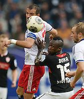FUSSBALL   1. BUNDESLIGA   SAISON 2013/2014   9. SPIELTAG Hamburger SV - VfB Stuttgart                               20.10.2013 Rafael van der Vaart (Hamburger SV)  gegen Arthur Boka (VfB Stuttgart)