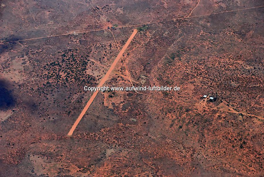 Aussenlandefeld: AFRIKA, SUEDAFRIKA, 21.12.2007: Suedafrika,  Gariep, Gariepdam, Flugplatz, Piste, Aussenlandefeld,  fliegen, Karoo, Wueste, Landebahn, Landung, Anflug, Sicherheit,  Aufwind-Luftbilder