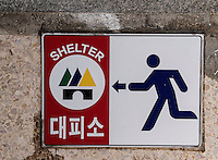 Schutzraumeingang in Yeosu, Provinz Jeollanam-do, S&uuml;dkorea, Asien<br /> Entrance for shelter in Yeosu, province Jeollanam-do, South Korea, Asia