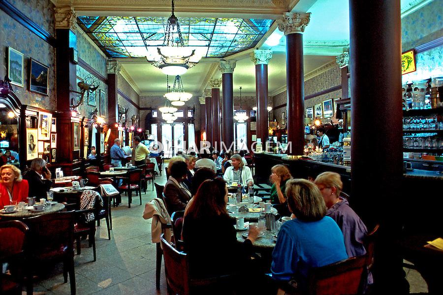 Cafe Tortoni em Buenos Aires. Argentina. 1997. Foto de Ricardo Azoury.
