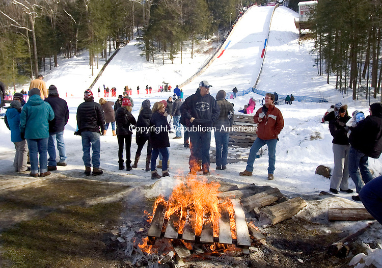 SALISBURY CT. 08 February 2014-020914SV20-Spectators warm up by a fire while watching the Eastern United States Ski Jumping Championships in Salisbury Sunday. <br /> Steven Valenti Republican-American