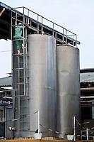 Inhauma_MG, Brasil...Gestao no campo na Fazenda Sao Joao. A fazenda e a terceira maior produtora de leite do Brasil, com 15 milhoes de litros por ano. A primeira em MG. Tem 1.170 hecatres, e capacidade de armazenagem para 22 mil toneladas de alimentos para o gado em Inhauma, Minas Gerais. Na foto, reservatorio refrigerado com capacidade para 20 mil litros de leite cada...Field management in the Sao Joao Farm. The farm and the third largest producer of milk in Brazil, with 15 million gallons per year. The first in MG. 1170 has hecatres, and storage capacity to 22 million tons of food for cattle in Inhauma, Minas Gerais. In the photo a reservoir with a capacity of 20,000 liters of milk...Foto: JOAO MARCOS ROSA / NITRO...