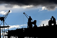 BOGOTA -  COLOMBIA - 27 - 09 - 2016: Hombres trabajando en la construcci—n de un edificio en Bogota. / Men working on the construction of a building in Bogota. / Photo: VizzorImage  / Luis Ramirez / Staff.