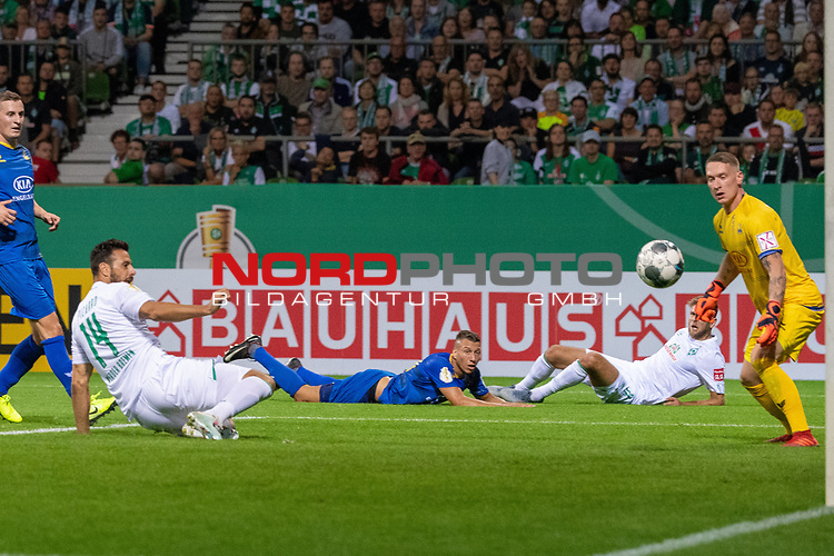 10.08.2019, wohninvest Weserstadion, Bremen, GER, DFB-Pokal, 1. Runde, SV Atlas Delmenhorst vs SV Werder Bremen<br /> <br /> DFB REGULATIONS PROHIBIT ANY USE OF PHOTOGRAPHS AS IMAGE SEQUENCES AND/OR QUASI-VIDEO.<br /> <br /> im Bild / picture shows<br /> <br /> Schlitzohr Claudio Pizarro (Werder Bremen #14) kurz nach seiner Einwechslung erziel er das 1:5 gegen Florian Urbainski (SV Atlas Delmenhorst #01)<br /> Foto © nordphoto / Kokenge