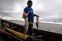 Na foz do rio Amazonas, na ilha Caviana, o pescador Adonias Oliveira Rangel 42 anos, casado, 6 filhos nascido na região, mora na vila Limão, próximo a foz e tem como sustento a pesca, farta na região se arrisca ao encontro do mar com o rio.<br /> Chaves, Pará, Brasil.<br /> 17/06/2011<br /> Foto Paulo Santos