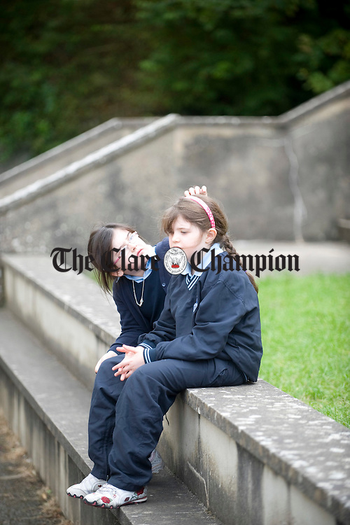 Megan Cooney and Sinead Kelly together at breaktime at Kildysart NS. Photograph by John Kelly.