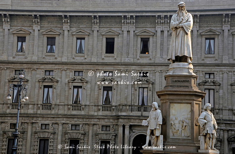 Statue of Leonardo da Vinci in the courtyard of La Scala, Milan, Italy.