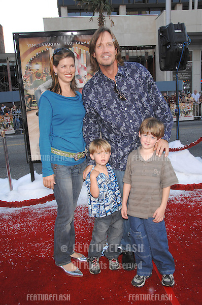 "Kevin Sorbo & family at the Los Angeles premiere of ""Fred Claus"" at Grauman's Chinese Theatre, Hollywood, CA..November 3, 2007  Los Angeles, CA.Picture: Paul Smith / Featureflash"