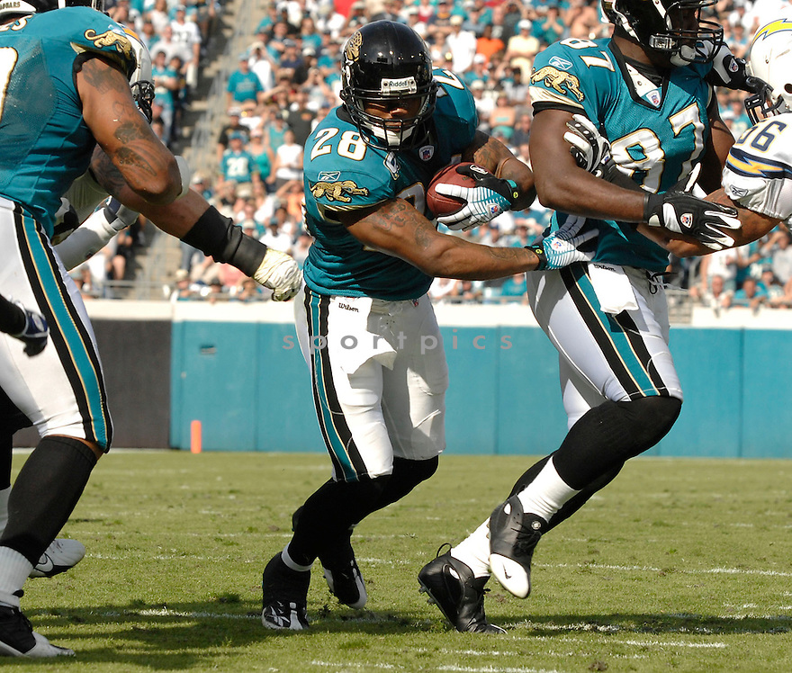 FRED TAYLOR, of the Jacksonville Jaguars in action during the Jaguars game against the San Diego Chargers on November 18, 2007 in Jacksonville, Florida...JAGUARS WIN 24-17..SportPics