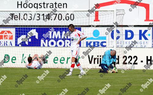 2012-05-13 / Voetbal / seizoen 2011-2012 / Hoogstraten - Oudenaarde / Teleurstelling bij Hoogstraten ..Foto: Mpics.be