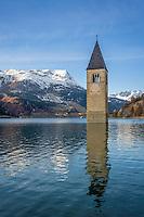Italy, South-Tyrol (Alto Adige - Trentino), Val Venosta, Old-Graun at Reschen passroad, submerged at Reschen Lake, dammed 1949/1950, at background snowcapped summits of Sevenna Alps   Italien, Suedtirol, Vinschgau, Alt-Graun am Reschenpass, durch Stauung des Reschensees 1949/50 versank das Dorf in den Fluten, nur der Kirchturm schaut heute noch heraus, dahinter die schneebedeckten Gipfel der Sesvennagruppe