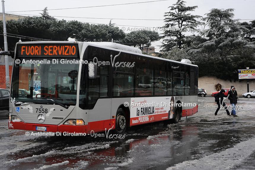Maltempo.Bad weather.Neve a Roma.Snow in Rome.Autobus fuori servizio.Bus out of service.....
