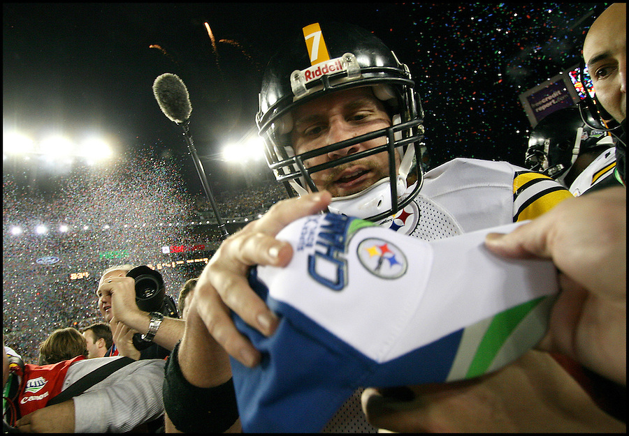TAMPA, FL-.Pittsburgh Steelers quarterback Ben Roethlisberger receives his Super Bowl hat after the Steelers scored a touchdown late in the fourth quarter with :35 seconds left on the clock to win Super Bowl XLIII at Raymond James Stadium in Tampa on Sunday, February 1st, 2009..(Photo by Brian Blanco/Bradenton Herald)