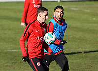 Branimir Hrgota (Eintracht Frankfurt) gegen Marco Fabian (Eintracht Frankfurt) - 30.01.2018: Eintracht Frankfurt Training, Commerzbank Arena