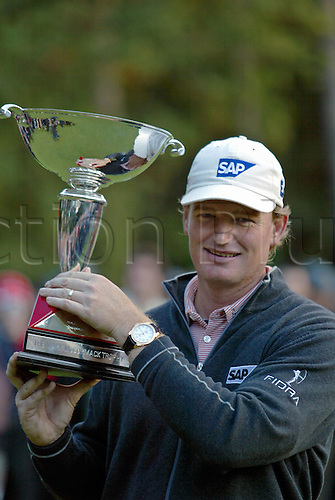 17 October 2004: South African golfer ERNIE ELS (RSA) celebrates with the trophy after winning the HSBC World Matchplay Championships played at Wentworth, Surrey. Els beat Lee Westwood 2 and 1 in the final. Els has now won the title a record six times. Photo: Glyn Kirk/Action Plus...041017 golf winner winners player