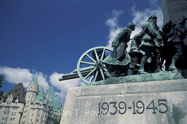 Cenotaph war memorial, Ottawa