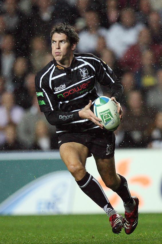 Photo: Rich Eaton...Ospreys v Sale Sharks. Heineken Cup. 20/10/2006. James Hook of Ospreys