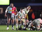 3rd December 2017, Twickenham Stoop, London, England; Aviva Premiership rugby, Harlequins versus Saracens; Richard Wigglesworth of Saracens passes the ball