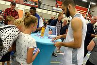 UITHUIZEN - Basketbal , Donar - Groene Uilen met meet en greet na afloop, voorbereiding seizoen 2018-2019, 01-09-2018 Donar speler Shane Hammink