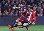 17.01.2016 Camp Nou, Barcelona, Spain. La Liga day 20 march between FC Barcelona and Athletic Club. Luis sauarez figth for the ball