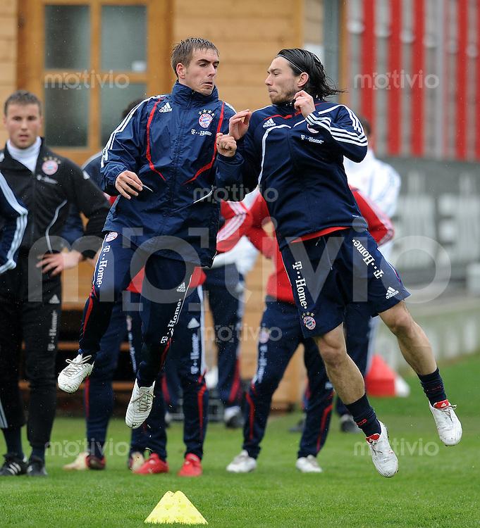 Fussball 1. Bundesliga:  Saison   2009/2010    Training beim FC Bayern Muenchen 14.04.2010 Philipp Lahm li. und Danijel Pranjic (re., FCB)