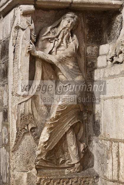Europe/Europe/France/Midi-Pyrénées/46/Lot/Souillac: Eglise ababtiale Sainte-Marie -  A l'intérieur: le Portail du XII éme - Bas-relief roman du prophète Isaïe