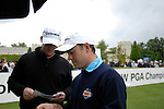 Marcus Fraser and Richard Sterne get their scorecards before teeing off on the opening hole during the final round of the BMW PGA Championship at Wentworth Club, Surrey, England 27th May 2007 (Photo by Eoin Clarke/NEWSFILE)