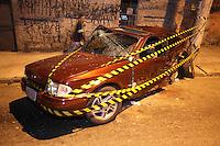 SAO PAULO, SP, 13/08/2012, ACIDENTE V. PRUDENTE.   Na noite de ontem, dois veiculos colidiram na Rua Baia Grande no bairro da V. Prudente, com o choque um dele capotou por várias vezes e só parou a 50 metro do local. Uma pessoa do Escot (vermelho ) ficou ferido e foi socorrido pelos Bombeiros, já a familia que estava na Saveiro  (amarela) fugiu do local do acidente. Luiz Guarnieri/ Brazil Photo Press.
