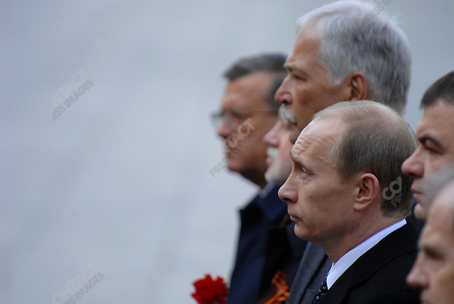 Vladimir Putin, the former Russian president, named today prime minister, came to the tomb of the unknown soldier at the walls of the Kremlin with other members of the government to lay a wreath commemorating the fallen of World War II as an honour guard looked on. Moscow, Russia, May 8, 2008