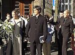 """Wer ist der Mann an Sarahs Seite? <br /> Bei der Hochzeit ihrer Schwester Anna-Maria Lewe war Sarah Connor Trauzeugin.<br /> Arm in Arm verließ sie das Standesamt mit einem attraktiven jungen Mann. Sein Name: Jamél. Aber keine Angst, Maenner: Er war """"nur"""" der Trauzeuge des Braeutigams.<br /> <br /> Anna-Maria Lewe und Pravit Anantapongse gaben sich am Valentinstag das Jawort auf dem Delmenhorster Rathaus. Zahlreiche Freunde, Bekannte und Fans ihrer Schwester<br /> Sarah Connor wuenschten dem jungen Paar viel Glück.<br /> <br /> Namen der beteiligten: Sarah Connor, Schwester Anna-Maria Lewe, Braeutigam:Pravit Anantapongse,  Trauzeuge: Jamél<br /> Bild: Sarah Conners und das Brautpaar vor dem Standesamt<br /> [Foto © nordphoto -  Foto ist honorarpflichtig! zzgl. gesetzl. MwSt.<br />  Belegexemplar erforderlich<br /> Adresse: nordphoto<br /> Georg-Reinke-Strasse 1<br /> 49377 Vechta"""